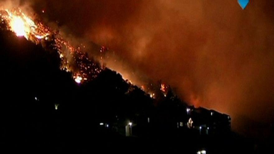 خانه های تخریب شده در اثر آتش سوزی در کیپ تاون