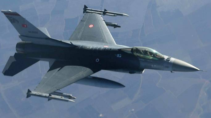 Konya'da askeri uçak düştü