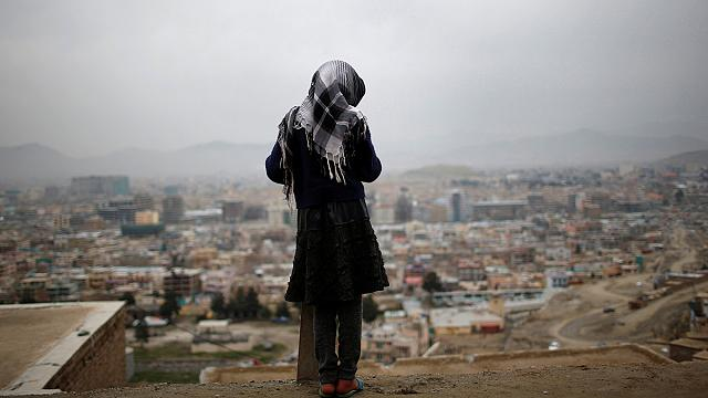 Afghanistan : une femme dénonce le harcèlement sexuel en portant une armure