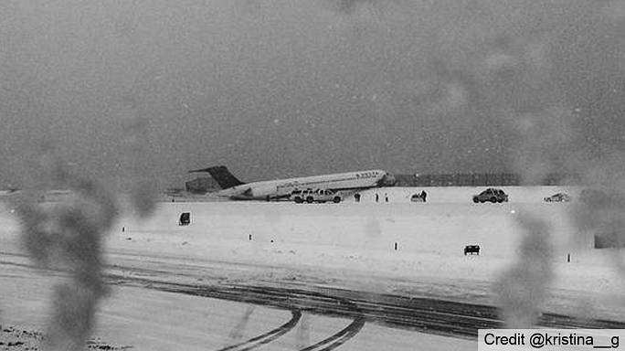 Un avion de ligne sort de la piste à New York à cause de la neige
