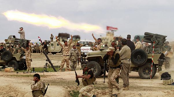 Thousands flee Tikrit battle