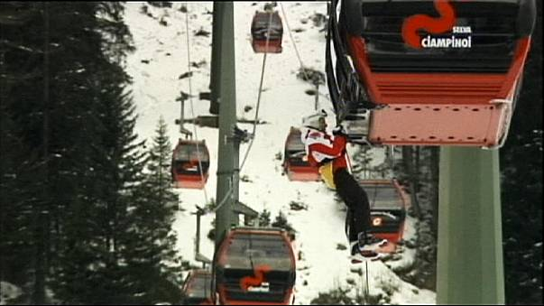 Rescuers end cable car drama safely