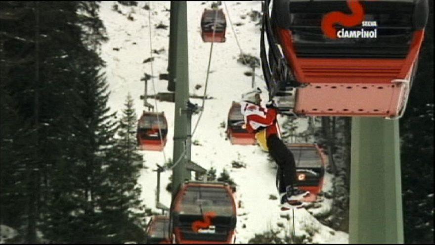 Tutti in salvo gli sciatori bloccati sulla funivia in Val Gardena