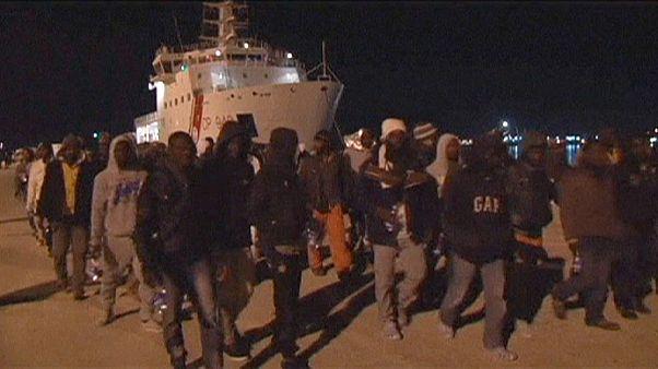 Pelo menos 10 migrantes morreram na costa italiana