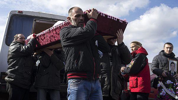 Primeros funerales de los mineros fallecidos el miércoles en un pozo hullero de Ucrania