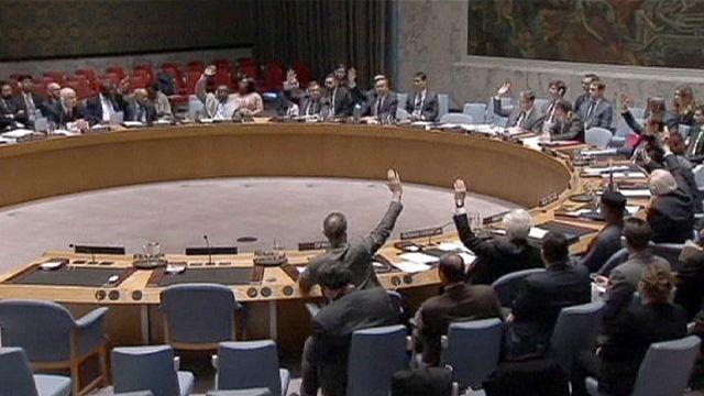 Felelőst ugyan nem nevez meg, de az ENSZ BT elítélte a vegyifegyverek használatát Szíriában