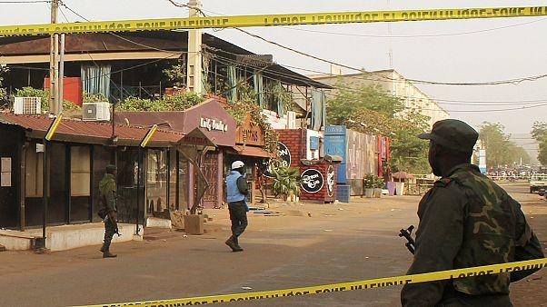 خمسة قتلى بينهم فرنسي وبلجيكي خلال اطلاق نار في مطعم في باماكو
