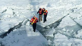Jovem resgatado de lago gelado caminhava de Detroit para Toronto