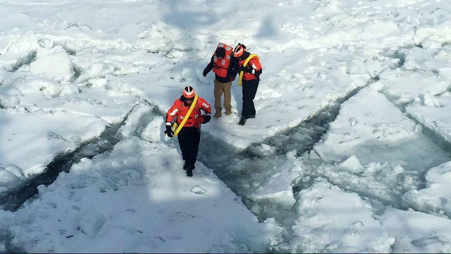 Пешком по льду из США в Канаду?