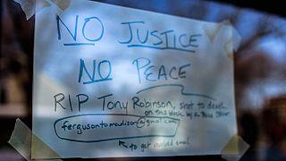 مظاهرات في ماديسون احتجاجا على مقتل شاب اسود على يد شرطي