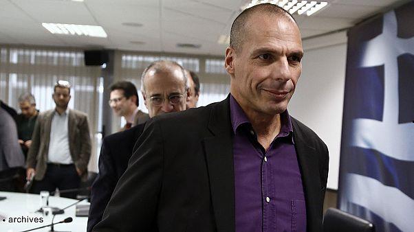 فاروفاكيس يلوح باجراء استفتاء في حال رفض المانحين لمقترحات بلاده .
