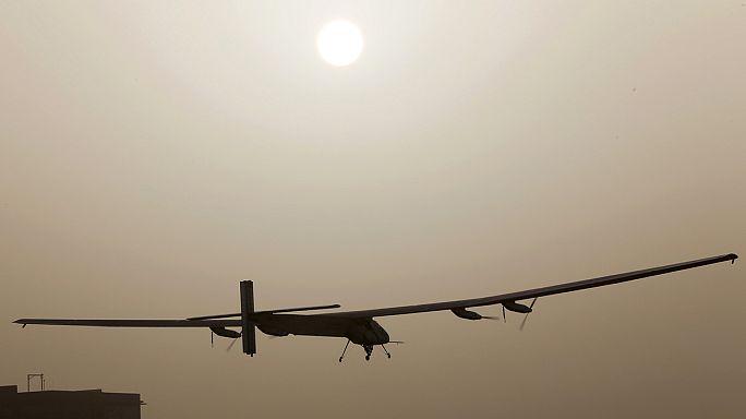 إقلاع الطائرة سولار إمبلس2 بنجاح من أبو ظبي في رحلة حول العالم بالاعتماد على الطاقة الشمسية