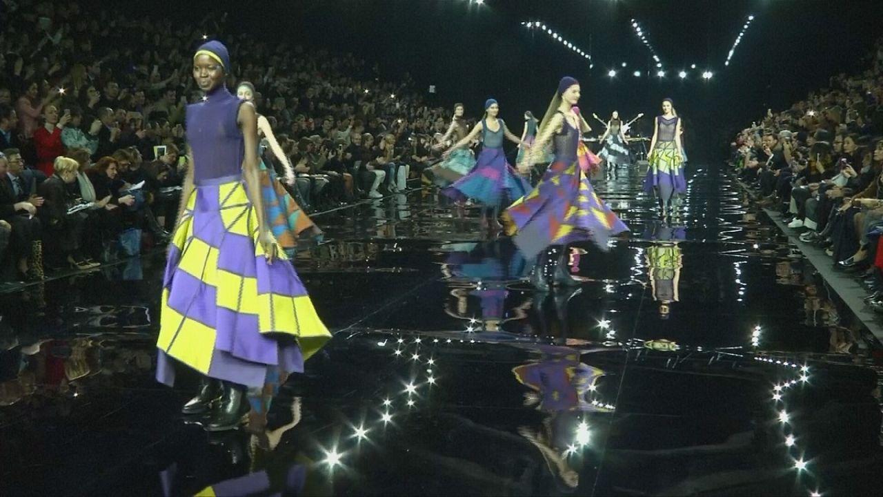 Miyake presenta en París una colección en tres dimensiones