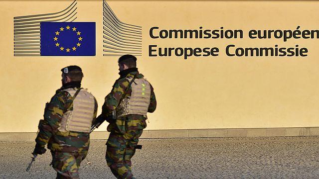 رئيس المفوضية الاوروبية جان كلود يونكر يدعو الى انشاء جيش اوروبي
