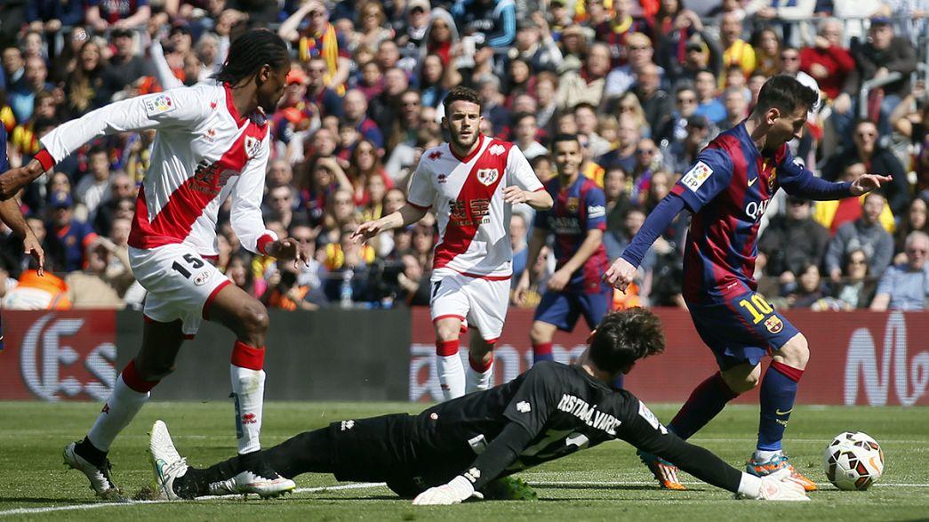 El Barcelona aprovecha la crisis del Real Madrid y se coloca al frente de la liga española de fútbol
