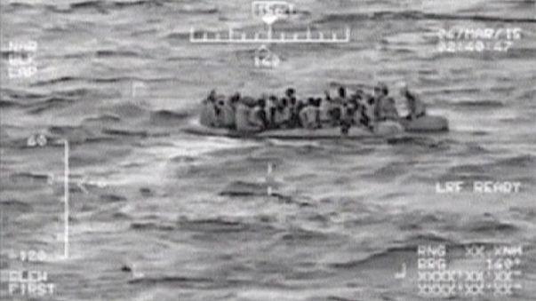 تركيا تنقذ العشرات من المهاجرين غير الشرعيين علقوا في عرض البحر