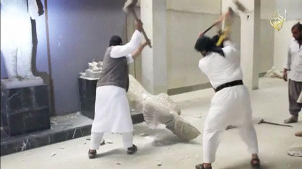 """UNESCO acusa Estado Islâmico de """"razia cultural"""" e """"crime de guerra"""""""
