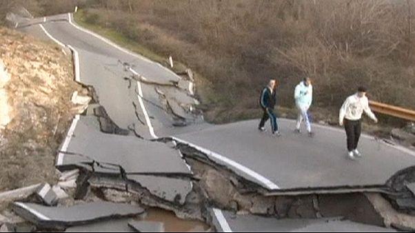 Derrocada destrói estrada no Montenegro