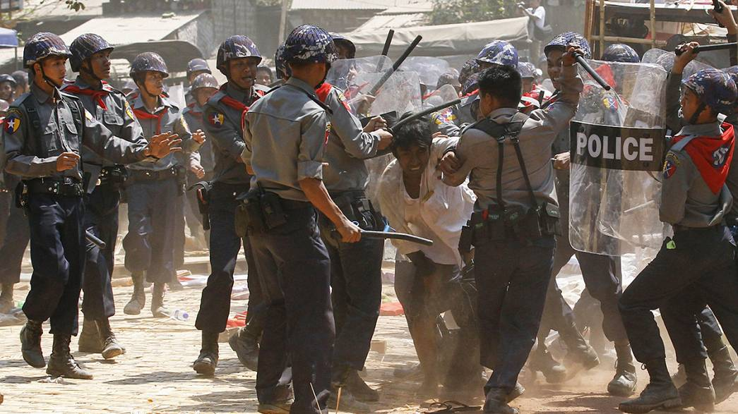 Repressão violenta na Birmânia