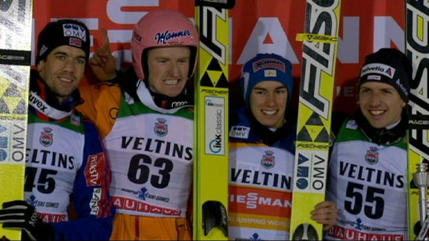 Saltos de esqui: Freund vence em Kuopio, o título decide-se a três
