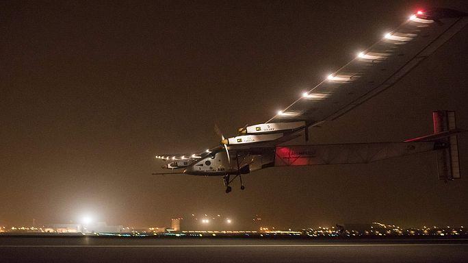 Indiába érkezett a Földet megkerülő napelemes repülő