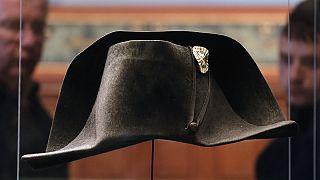 Napolyon'un Waterloo yenilgisinde giydiği şapka sergileniyor