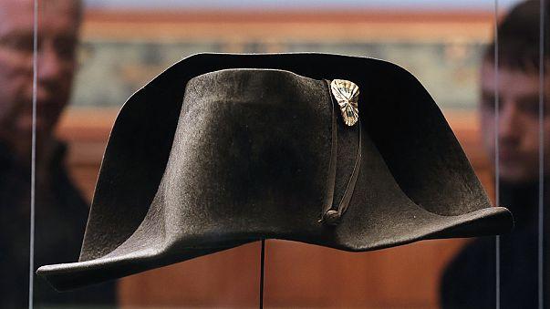 قبعة بونابارت الى واترلو في الذكرى المئوية الثانية للمعركة