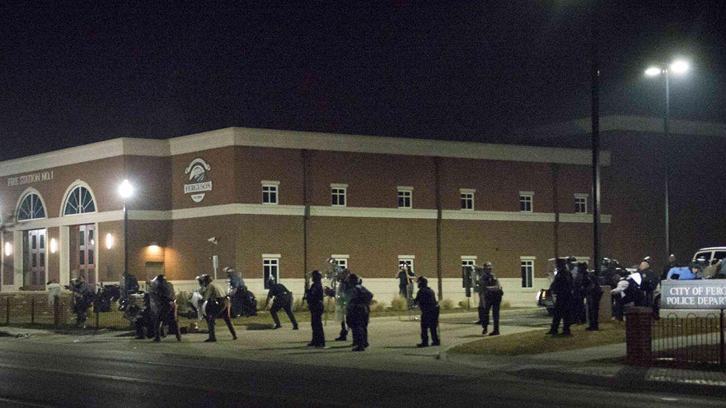Dos policías, heridos a tiros en Ferguson, EEUU