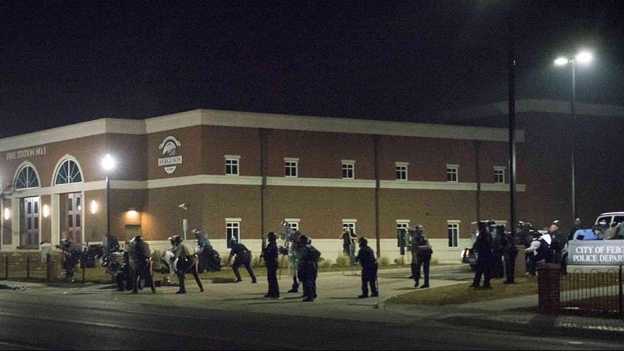 Ferguson: Zwei Polizisten angeschossen