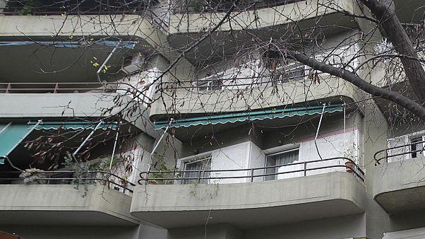 Τραγωδία στο Βύρωνα – Νεκρό βρέφος που έπεσε με τον 26χρονο θείο του από πολυκατοικία