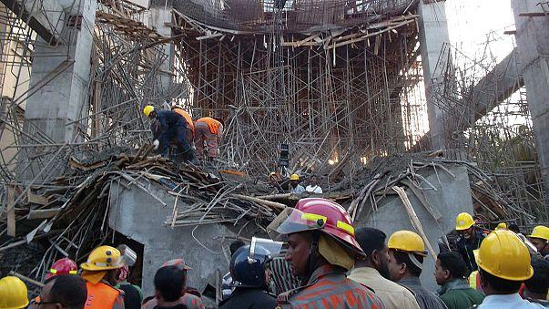 Le toit d'une cimenterie en construction s'effondre au Bangladesh