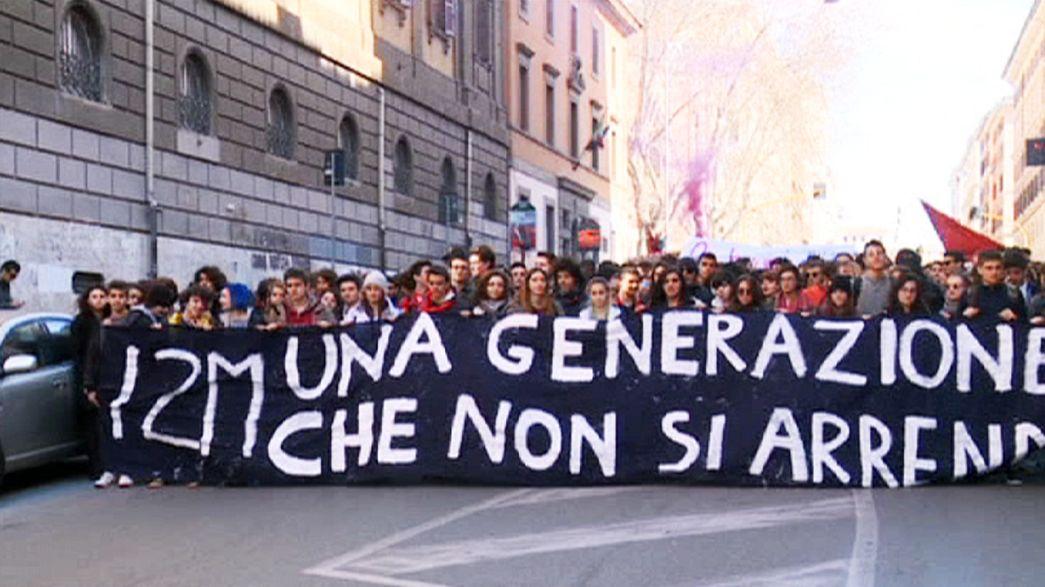 Studenti italiani in piazza contro il ddl scuola del governo Renzi