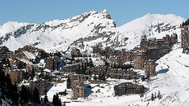 Skier seriously injured after being hit by plane at French resort