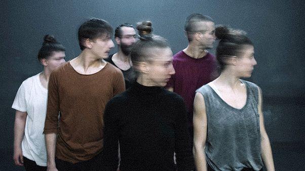 Χορεύοντας (με) τα «Κύματα» της Βιρτζίνια Γουλφ