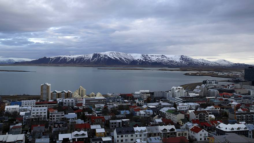 Iceland turns away from the EU as government ends membership talks