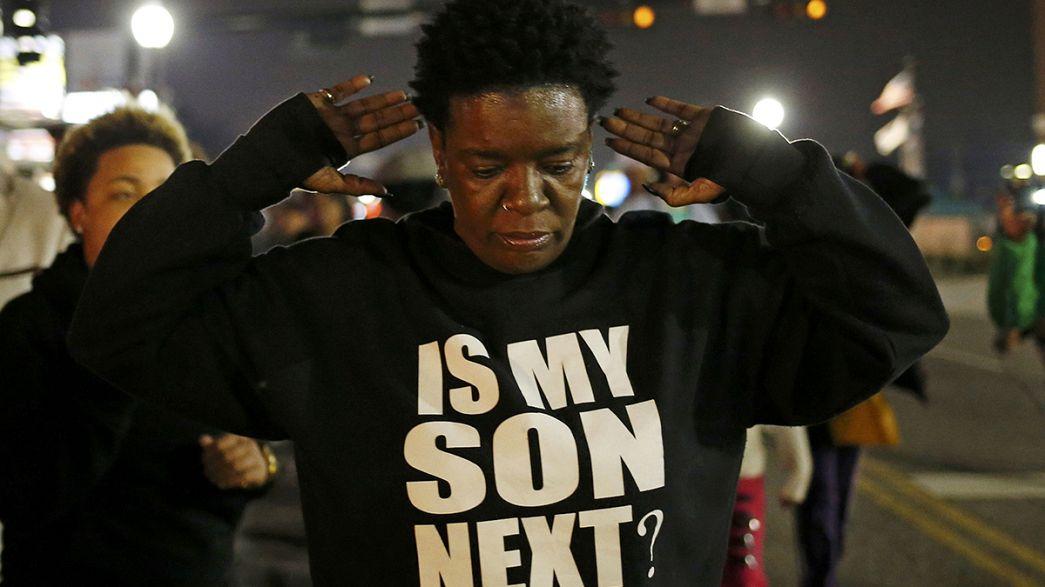 تجدد التوتر في مدينة فرغسون الأميركية إثر إصابة شرطيين برصاص مجهول
