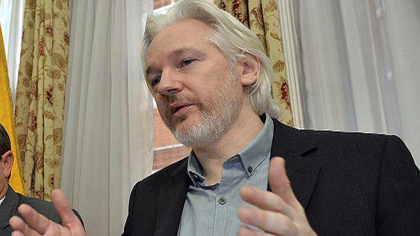 Suecia pide interrogar a Assange en Londres