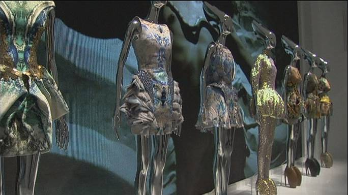 London Alexander McQueen show draws creme de la creme in fashion