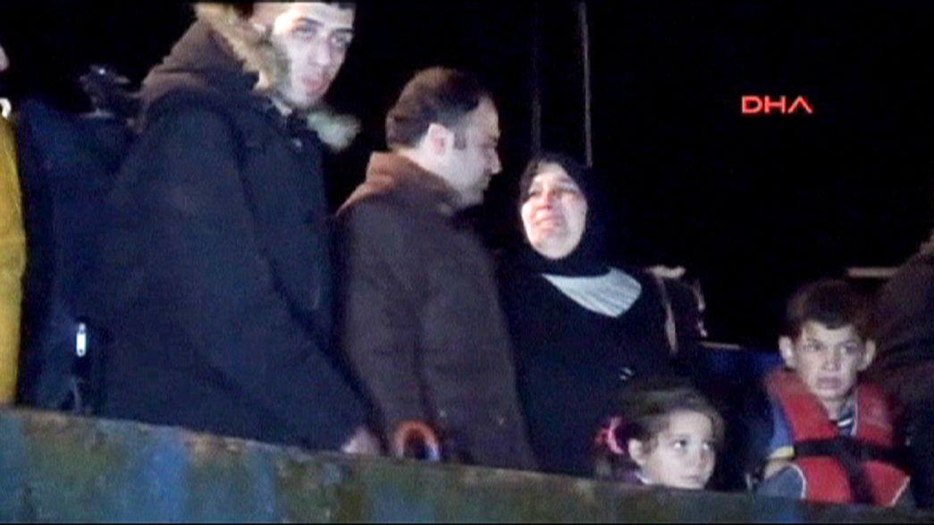 Turquia: Guarda-costeira salva 300 refugiados