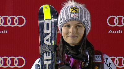 Anna Fenninger toma el liderato de la Copa del Mundo de esquí alpino