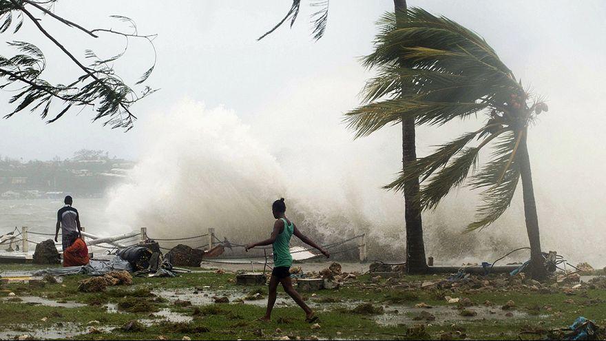 "L'archipel de Vanuatu balayé par le puissant cyclone ""Pam"""