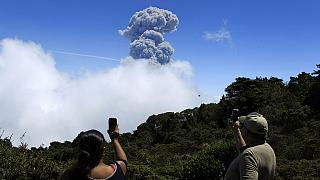 Costa Rica: Volcanic eruption grounds flights