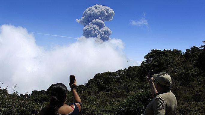 Vulkánkitörés miatt akadozik a légiközlekedés Costa Ricában