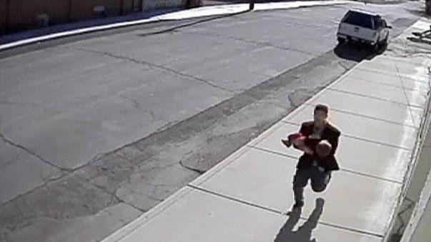 Dos niños de ocho y diez años evitan el secuestro de su hermano menor