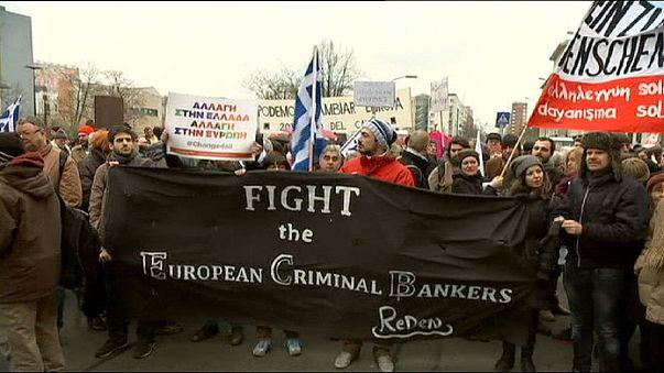 Berlino con Tsipras: in centinaia per dire ''La Grecia non è sola''