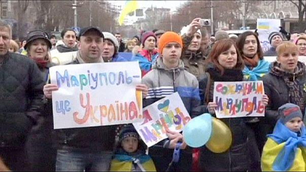 """Chaîne humaine à Marioupol en faveur d'une """"Ukraine unie"""""""