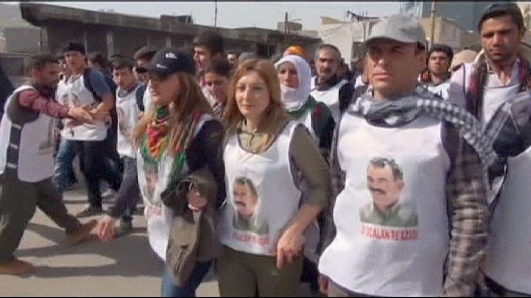 Curdos marcham pela libertação de Ocalan