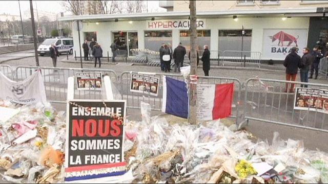Paris'te saldırıya uğrayan koşer market yeniden açıldı