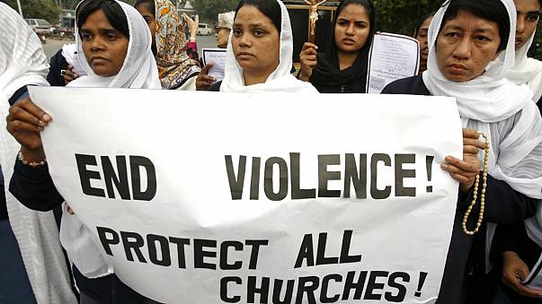 Pakistan: Christians protest after deadly blasts outside churches