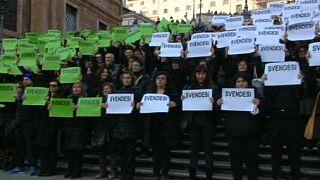 Kreativ-Protest in Rom: Stadtführer protestieren an Spanischer Treppe
